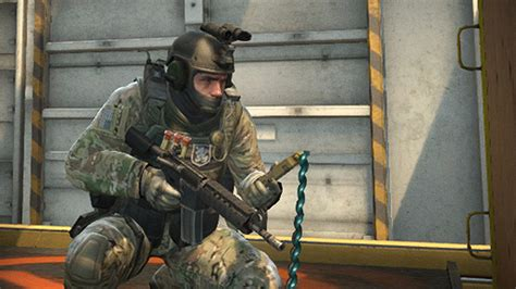 Counter-Strike: GO fixes bullet-proof players, stops guns