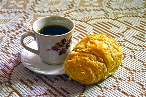 What Comes With a Continental Breakfast? Sample Menu